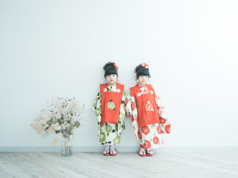 双子3歳七五三!モダンで可愛い着物、みはやちゃん、ちはやちゃん