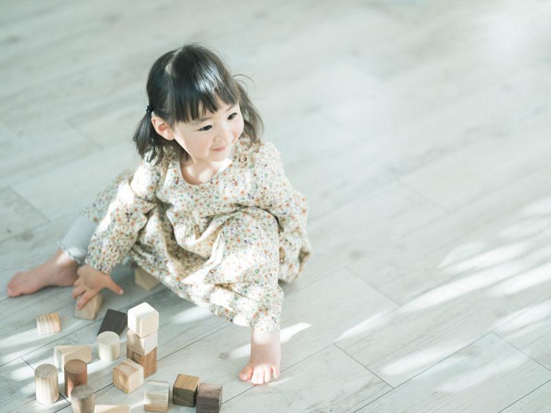 2歳バースデーフォト、つむぎちゃん!無垢の積み木