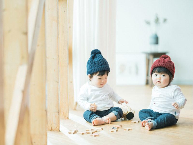 1歳バースデーフォト、双子ちゃん、いちかちゃん、たいようくん!積み木