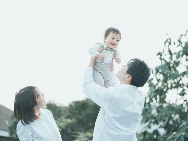 1歳バースデーフォト、あきとくん!家族写真、高い高い