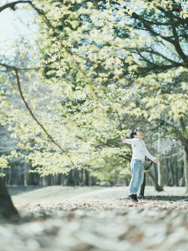 みずほの自然の森公園、入学記念ロケ、こうちゃん!落ち葉
