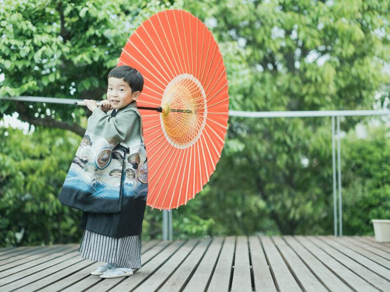 5歳七五三、あゆむくん!番傘