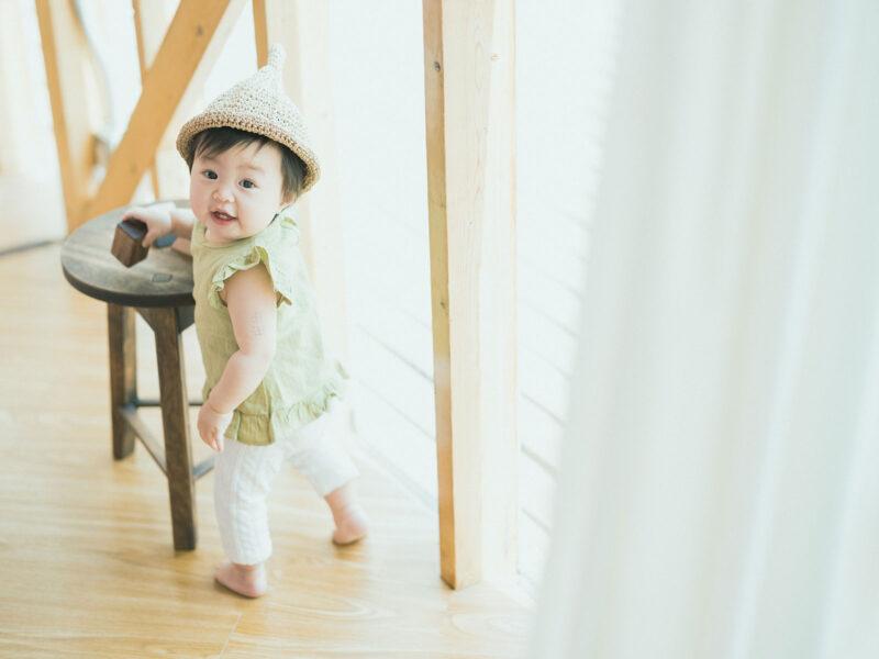 1歳バースデーフォト、つむぎちゃん!つかまり立ち