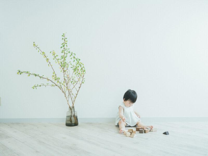 1歳バースデーフォト、えまちゃん!無垢の積み木
