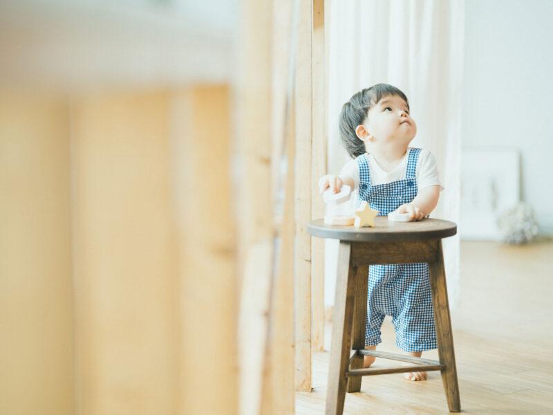 1歳バースデーフォト、とうたくん!つかまり立ち