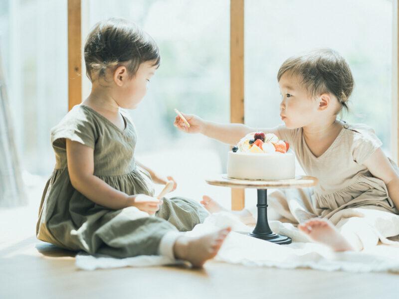2歳双子バースデーフォト、つむぎちゃん、いつきちゃん!スマッシュケーキ