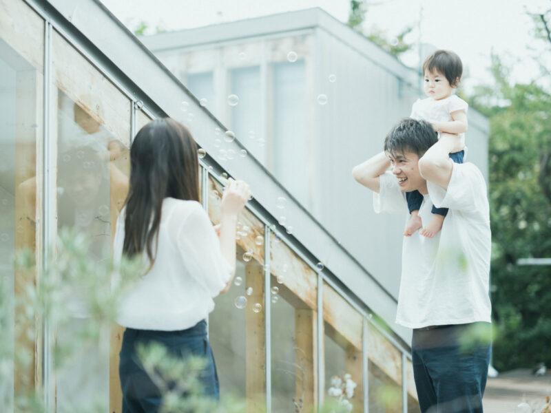 1歳バースデーフォト、はなちゃん!家族写真、肩車