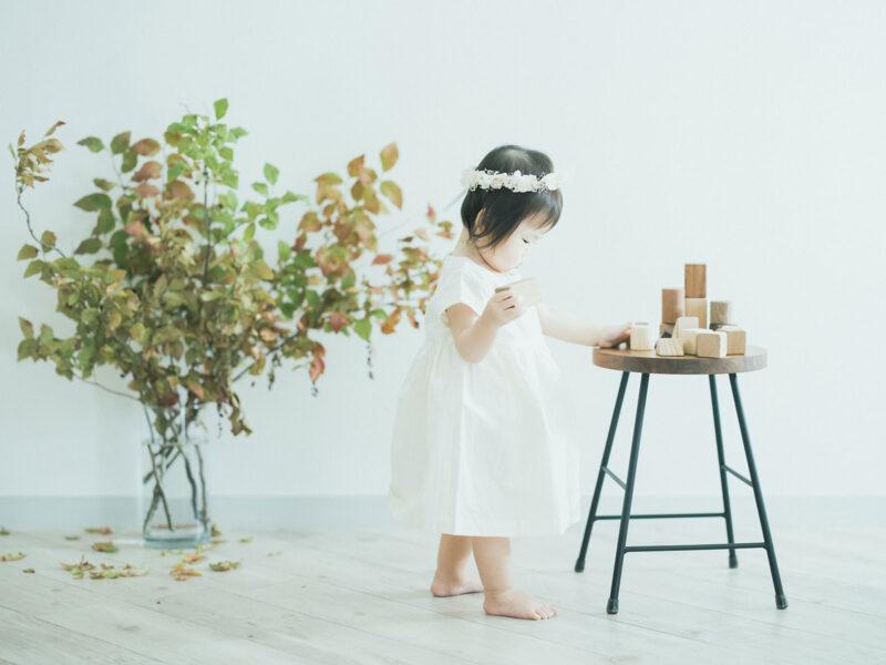 1歳バースデーフォト、はなちゃん!無垢の積み木、夏櫨