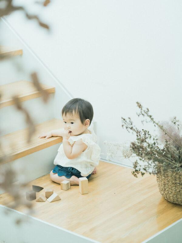 1歳バースデーフォト、かずさちゃん!積み木