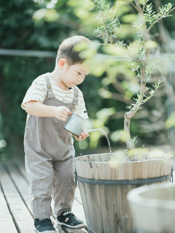 3歳バースデーフォト、りくとくん!外で遊ぶ