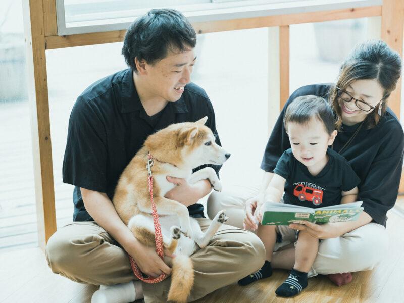2歳バースデーフォト、さくくん!家族写真、柴犬