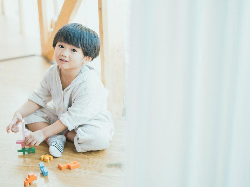 4歳バースデーフォト、ゆづるくん!可愛い積み木