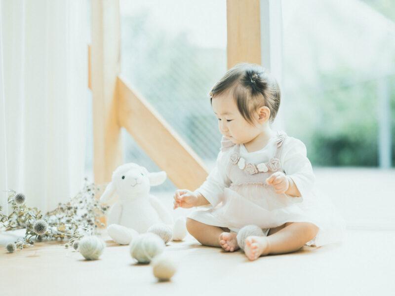 1歳バースデーフォト、ことはちゃん!毛糸玉